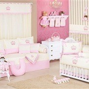 Quarto para Bebê sem Cama Babá Realeza Rosa