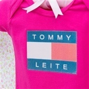 Body Manga Curta Tommy Leite Pink 9 a 12 Meses
