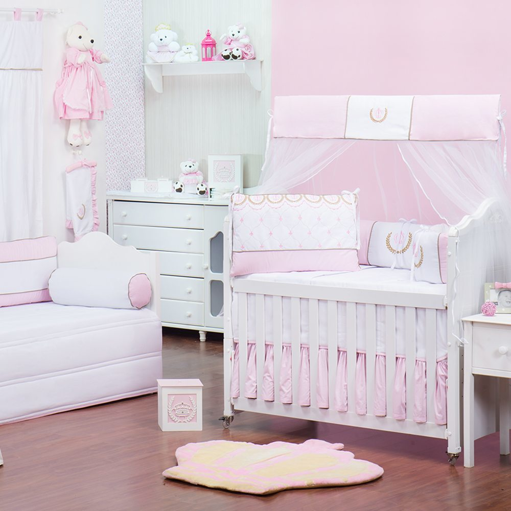 Quarto para Bebê sem Cama Babá Realeza Xadrez Rosa