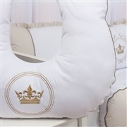 Quarto para Bebê Coroa Brasão Xadrez Bege