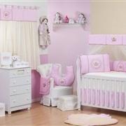 Quarto para Bebê sem Cama Babá Coroa Brasão Rosa