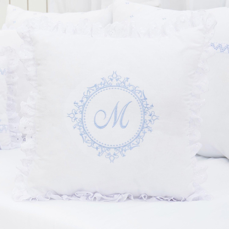 Almofada Bordada Marselle Azul com Inicial do Nome Personalizada