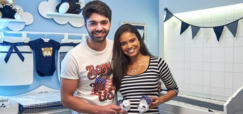 Aline Dias e Rafael Cupello escolhem o clássico xadrez para decorar o quarto do Bernardo