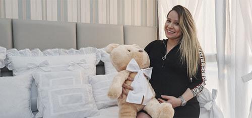 Milla Cabral apaixonada pelo quarto de bebê branco clássico do Lucca