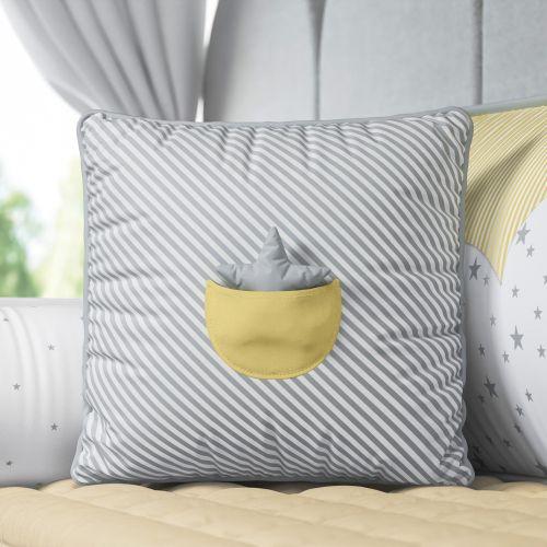Almofada Listrada com Bolso Estrelinha Cinza/Amarelo 38cm