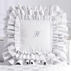 Almofada Personalizada com Babados e Renda Branca 38cm
