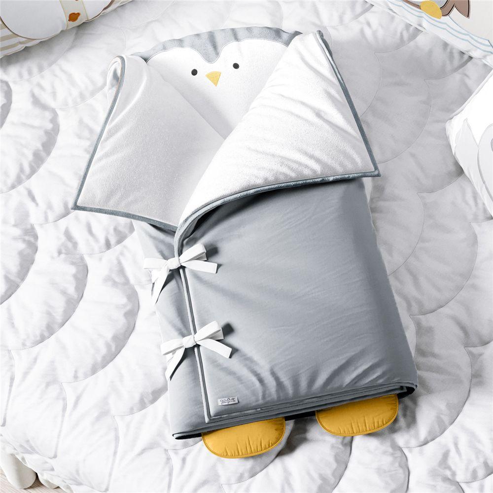 Porta Bebê Pinguim Cinza Plush Grão de Gente