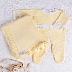 Saída Maternidade Tricot Macacão com Pérolas Amarelo Camomila 02 Peças