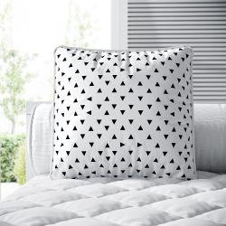 Almofada Quadrada Triângulo Preto e Branco 38cm