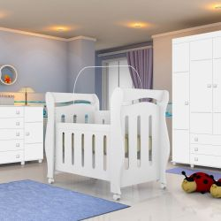 Quarto de Bebê Chamego com Berço/Cômoda/Guarda-Roupa 4 portas 3 gavetas
