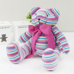 Urso Plush Listrado Colorido com Gravata Rosa 34cm