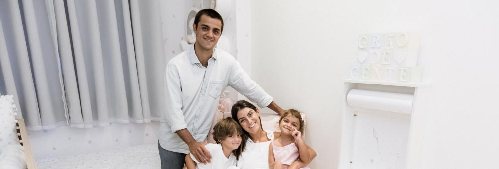Felipe Simas e Mariana Uhlmann escolhem Grão de Gente para decorar quarto compartilhado de Maria e Vicente