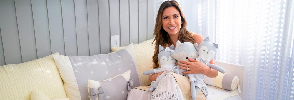 Patricia Abravanel encantada com o novo quarto de Pedro, Jane e Senor