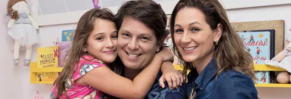 Mario Frias e Juliana presenteiam Laura com um mundo cor-de-rosa!